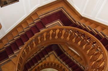 Treppenaufgänge im Schloßhotel Bühler Höhe in Baden Baden Bogentreppe im Salon Blick ins Treppenauge