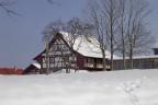 """Altes Fachwerkhaus """"Bäule"""" wieder aufgebaut beim Heimatmuseum Freiamt tief verschneit im Winter"""