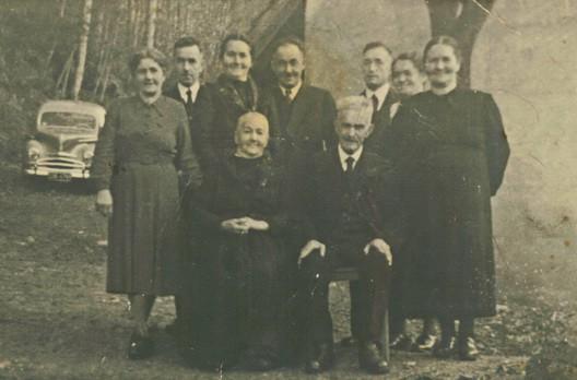 Ältestes Familienbild der Familie Böcherer mit Diamantenem Hochzeitspaar und 7 Kindern