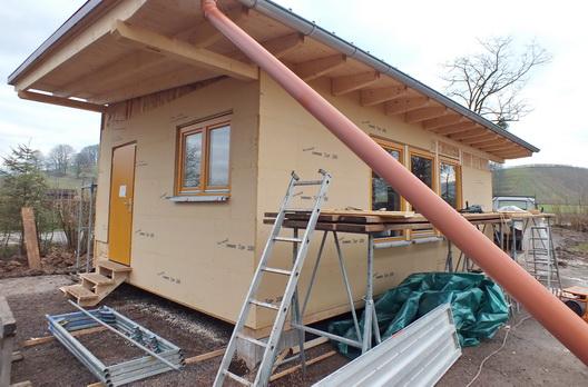 Wand außen mit Holzweichfaserplatte beplankt