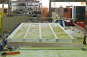Holzbalken bilden die Basis der Bodenelemente