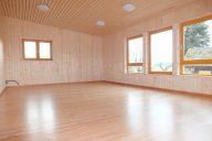 Waldkindergarten Sexau - freundlicher Innenraum mit naturbelassemen Holz und guter Belichtung