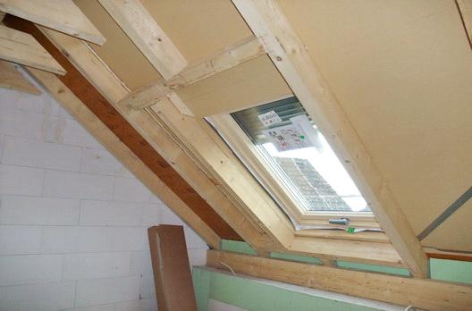 Extrem Dachstuhl mit Aufsparrendämmung und Roto Designo R8 Dachfenster AR79