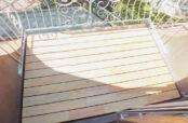 Robinie Terrasse mit Metallgeländer auf einem Balkon über dem Erker in der Freiburger Unterwiehre